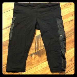 Cropped black Lululemon spandex leggings